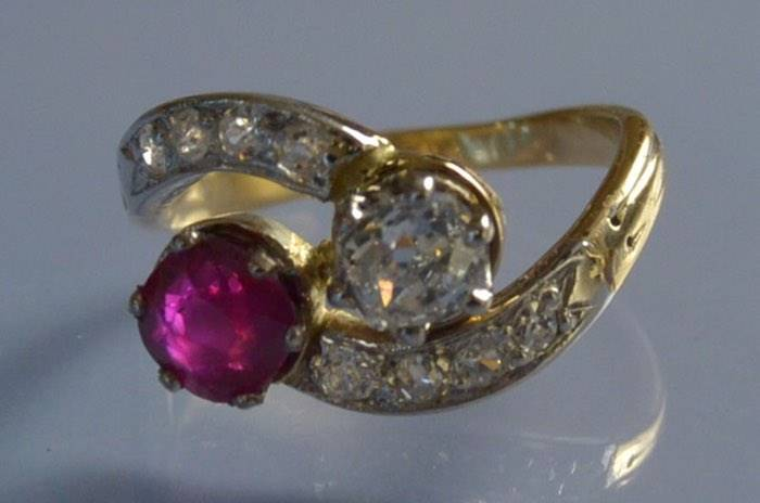 Bague toi et moi 1900 rubis et diamants