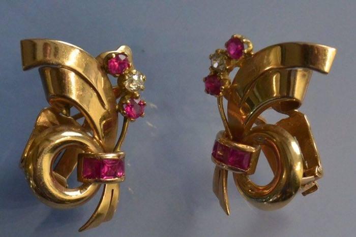 Boucles d'oreilles or, diamants et rubis