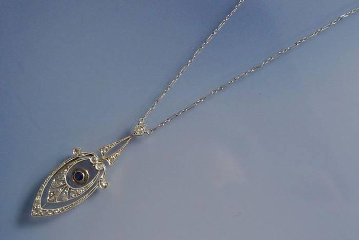 Collier deux ors 1900 saphir et diamants