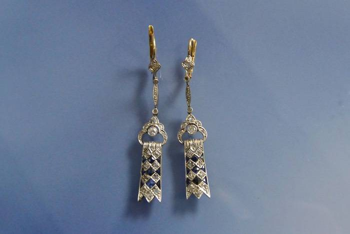 Boucles d'oreilles Art Déco platine, or, saphirs et diamants