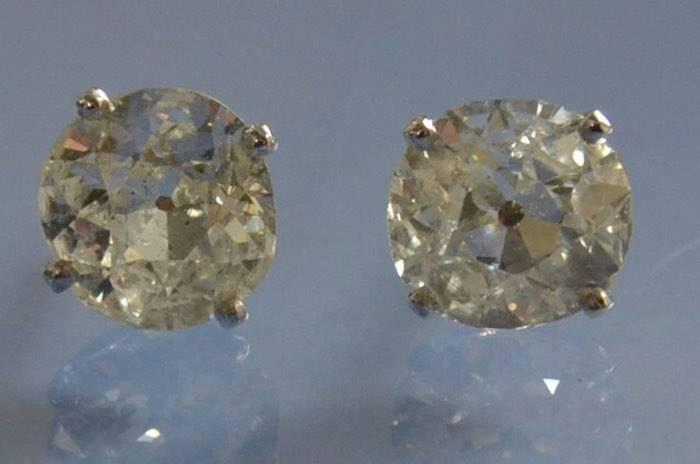Puces d'oreilles diamants
