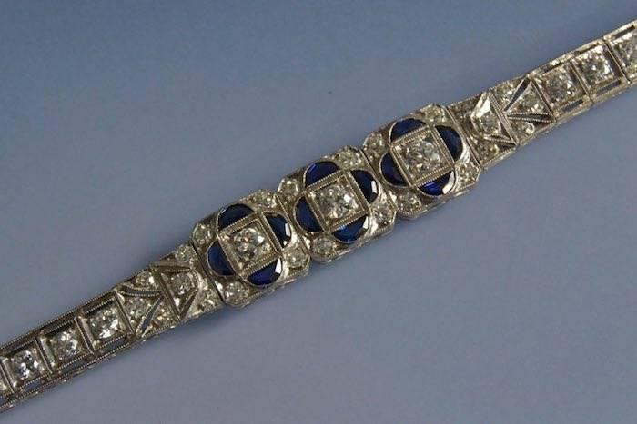 Bracelet art déco saphirs et diamants en or