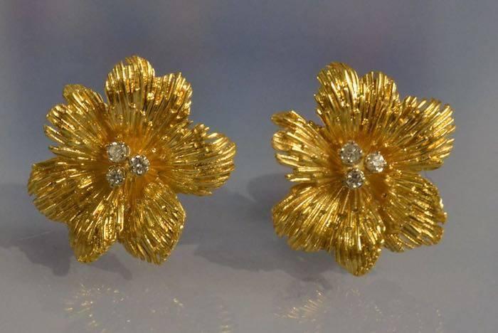 Boucles d'oreilles fleurs en or 1960