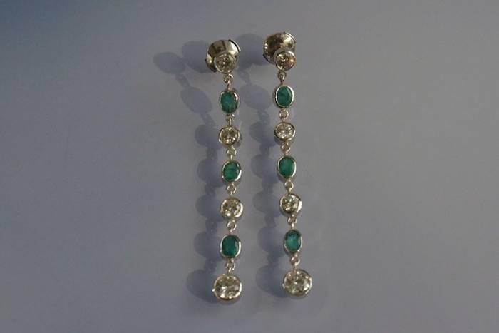 Boucles d'oreilles émeraudes et diamants
