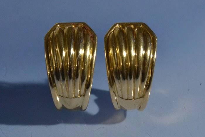 Boucles d'oreilles clips signées Boucheron