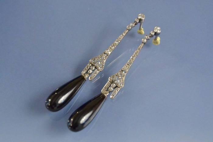 Boucles d'oreilles onyx et diamants sur platine