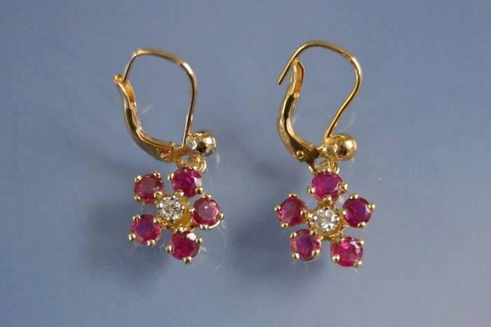 Fleurs serties de rubis et diamants