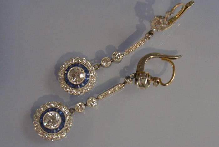 Pendants d'oreilles Art Déco saphirs et diamants