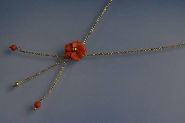 Collier fleur en corail