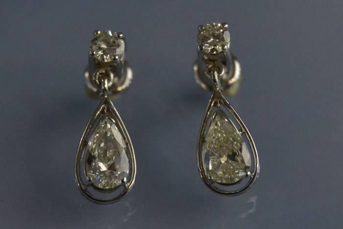 Boucles d'oreilles art déco diamants poire et brillant