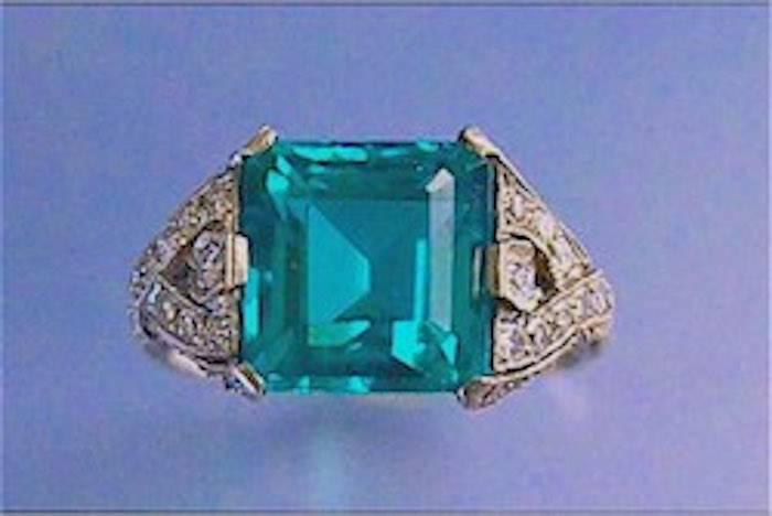 Bague Art Deco émeraude et diamants