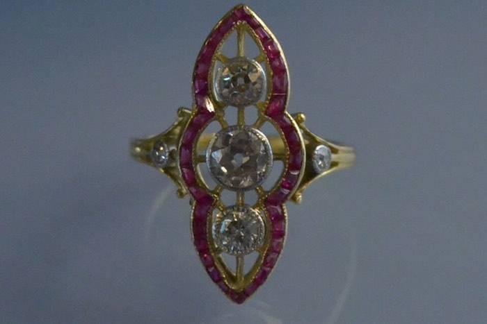 Bague ancienne art deco diamants et rubis