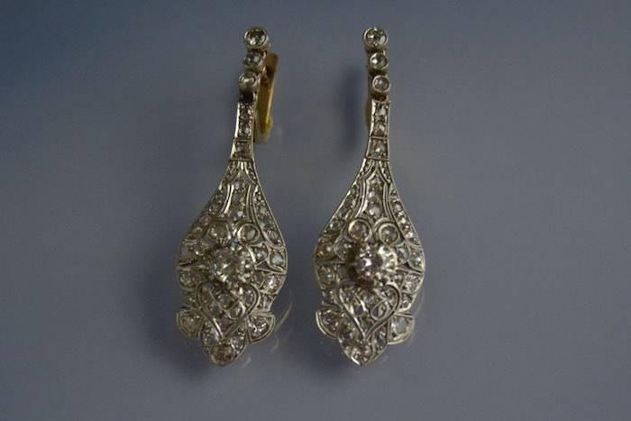 Boucles d'oreilles art déco or, platine et diamants