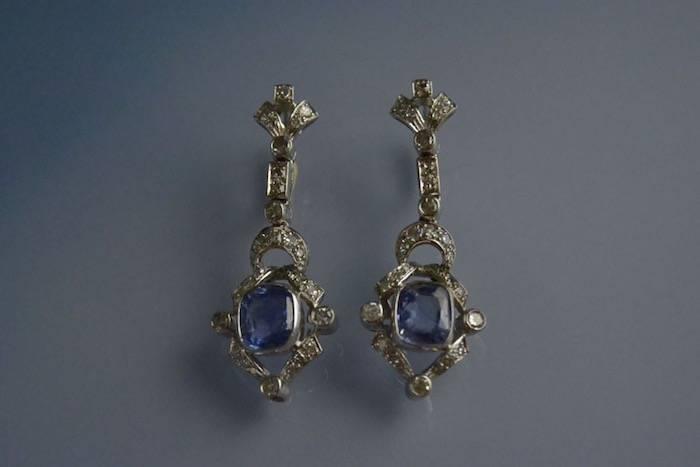 Boucles d'oreilles en or, saphirs et diamants