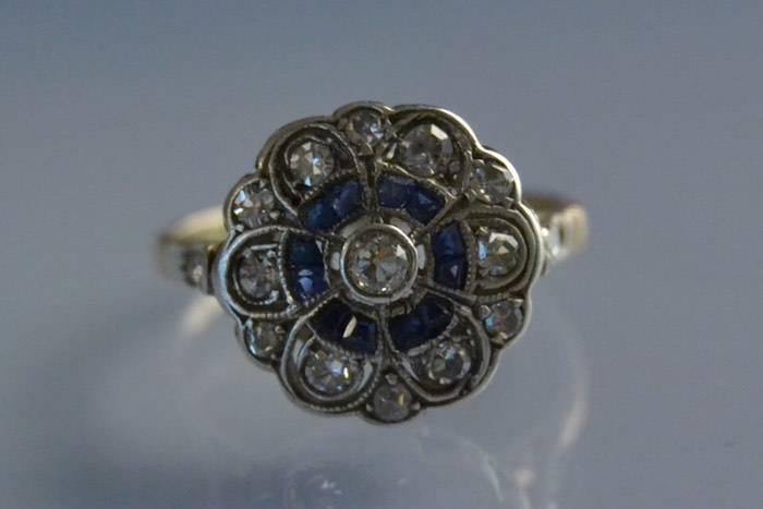 Bague ancienne art déco sertie d'un saphir et de diamants