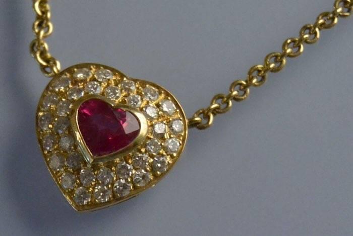 Pendentif coeur rubis et diamants