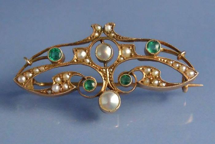 Broche Art Nouveau émeraudes et perles