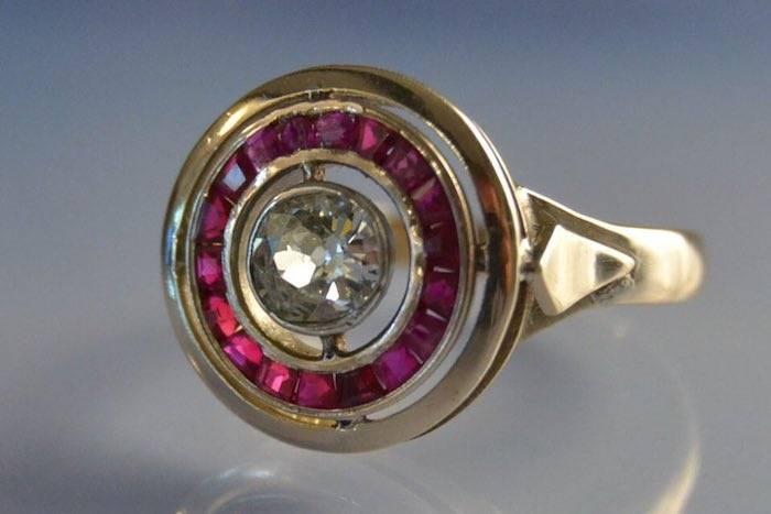 Bague ancienne diamant et rubis calibrés