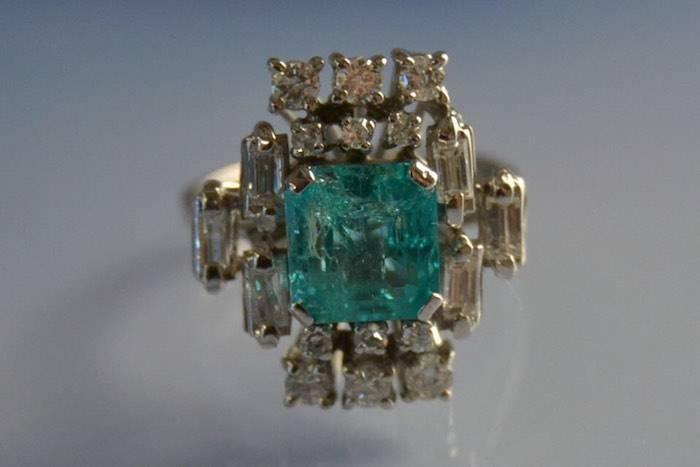 Bague années 60 émeraude et diamants