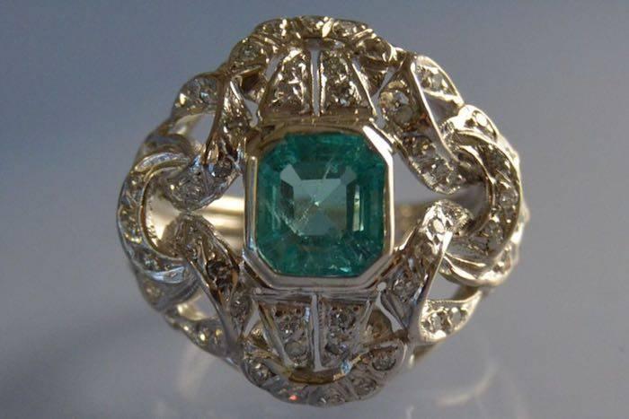 Bague années 50 émeraude et diamants