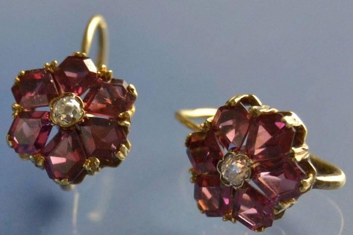 Boucles d'oreilles grenats et diamants