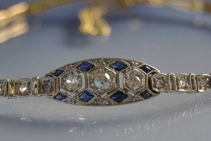 Bracelet Art Déco or jaune, saphirs et diamants