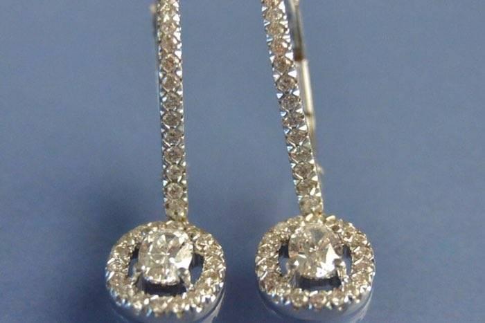 boucles d'oreilles diamants sertis sur or blanc