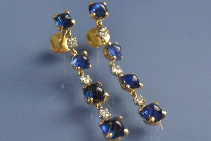 Boucles d'oreilles ligne de saphirs et diamants
