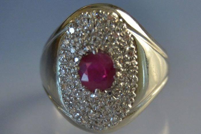 Bague en or 18k sertie de rubis et de diamants