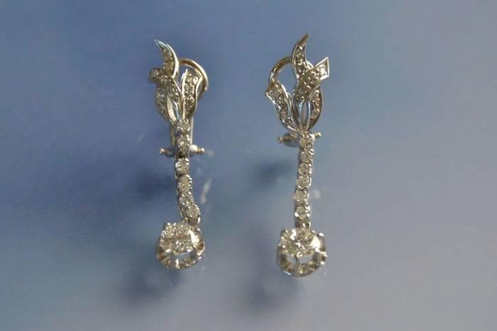 Boucles d'oreilles Art Déco platine et diamants