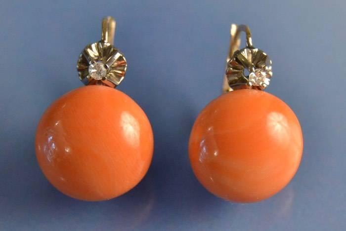 Boucles d'oreilles corail et diamants