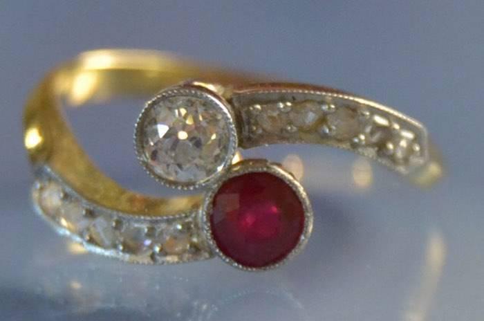 Bague ancienne toi et moi rubis et diamants