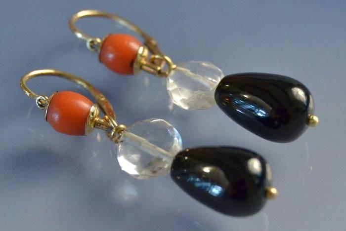 Boucles d'oreilles onyx, corail et cristal de roche