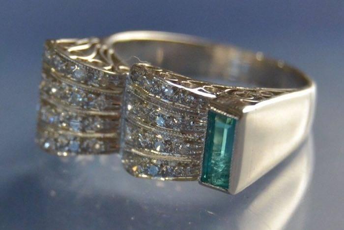 Bague années 30 or blanc émeraude et diamants