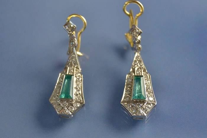 Boucles d'oreilles deux ors émeraudes et diamants