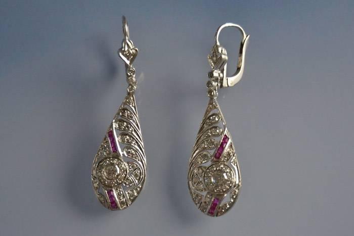 Boucles d'oreilles Art Déco or et rubis