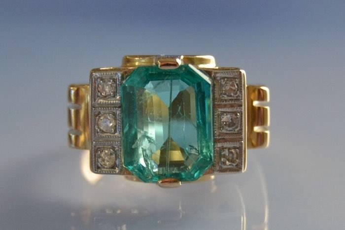 Bague années 40 émeraude et diamants