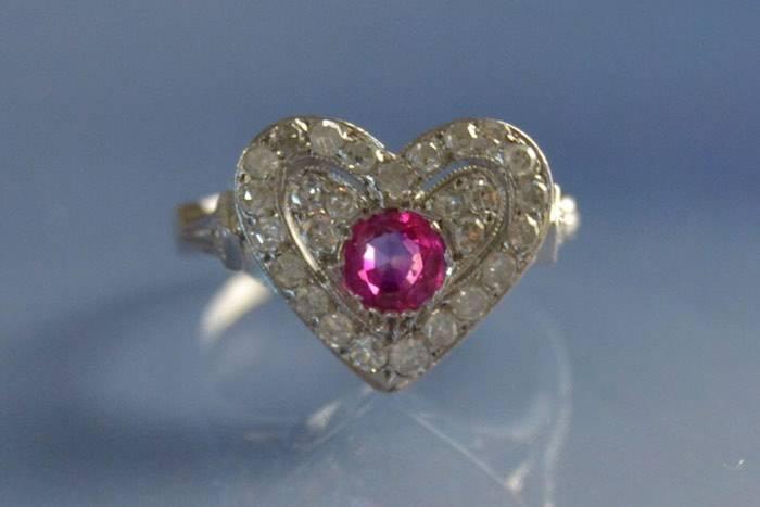 Bague coeur art déco rubis et diamants