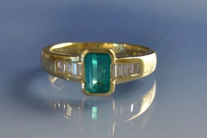 Bijoux d'occasion, bague émeraude et diamants
