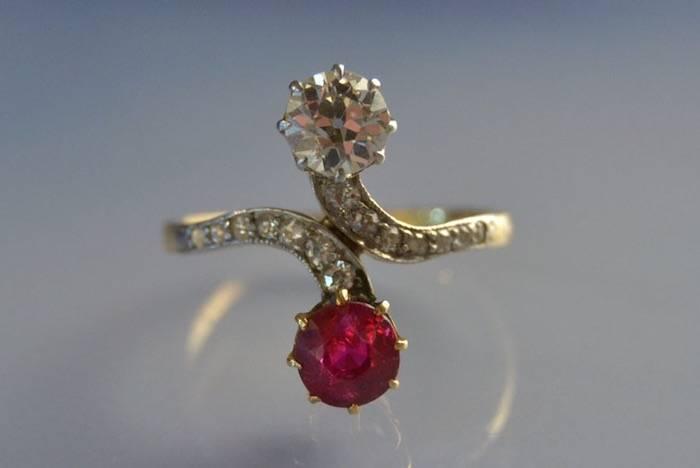 Bague ancienne toi et moi diamants et rubis