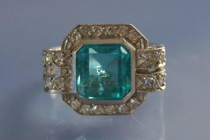 Bague Art déco platine émeraude et diamants