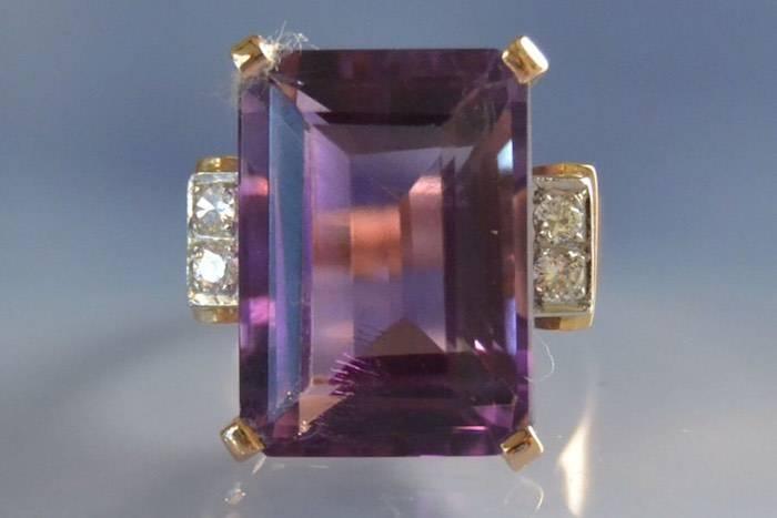 Bague ancienne sertie d'une améthyste et de diamants