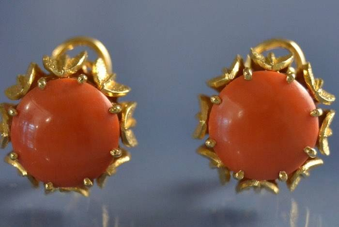 Boucles d'oreilles corail rouge sur or jaune 1950