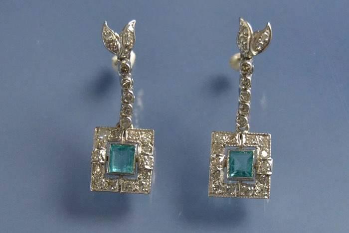 boucles d'oreilles art déco émeraudes et diamants en or