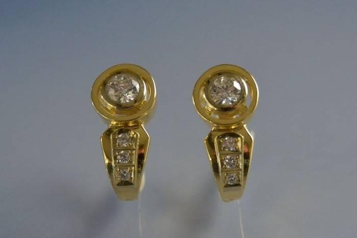 boucles d'oreilles or jaune et diamants