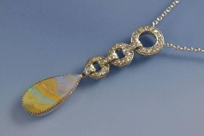 Collier Art Déco opale et diamants