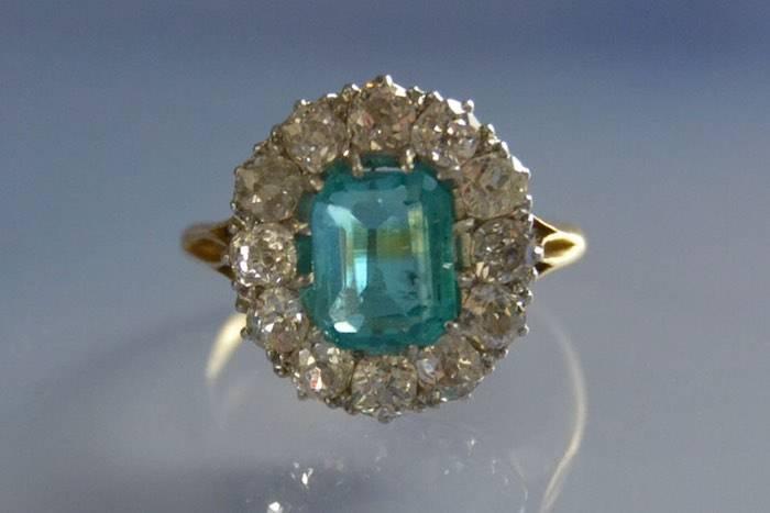 Bague Pompadour 1900 émeraude et diamants