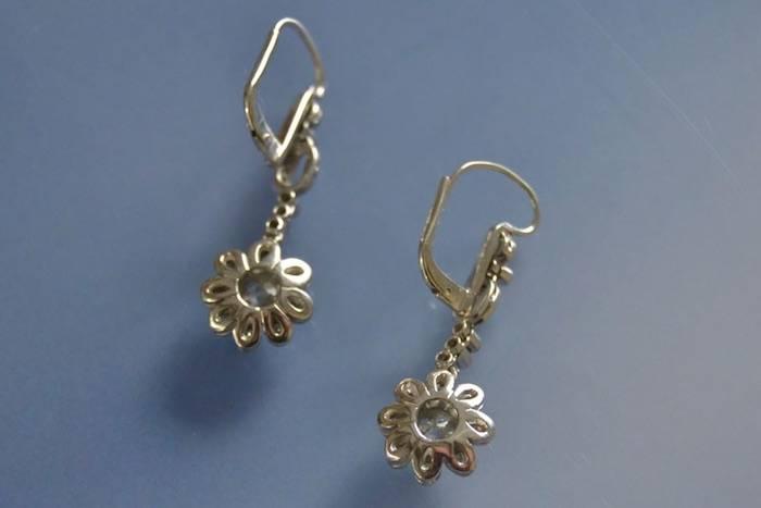 Boucles d'oreilles Art Déco fleurs en or et diamants