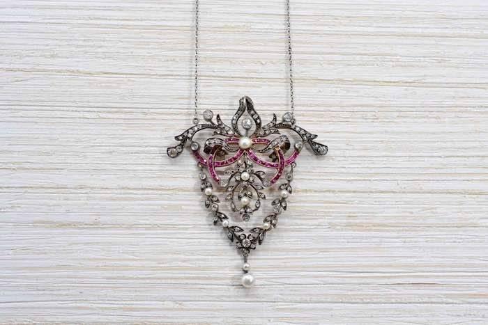 Collier XIXème rubis, perles et diamants
