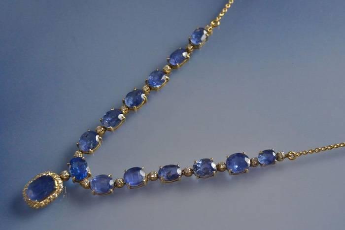 Collier saphirs et diamants sur or